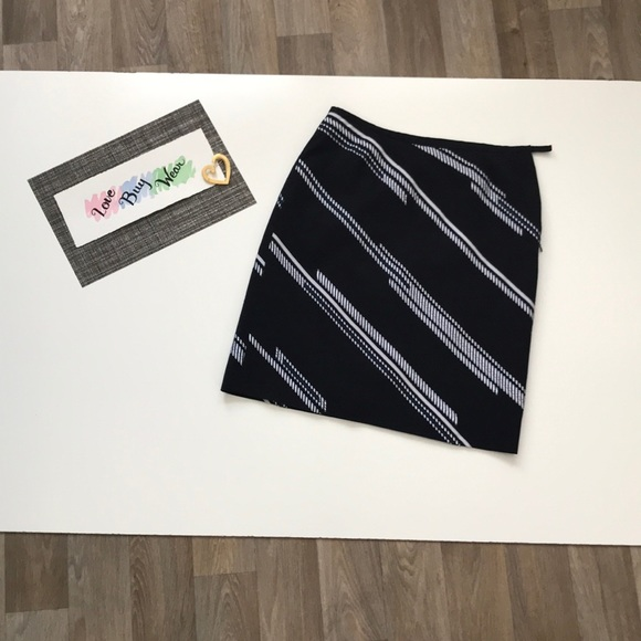 Ann Taylor Dresses & Skirts - Ann Taylor Navy Diagonal Stripe Skirt Size 6